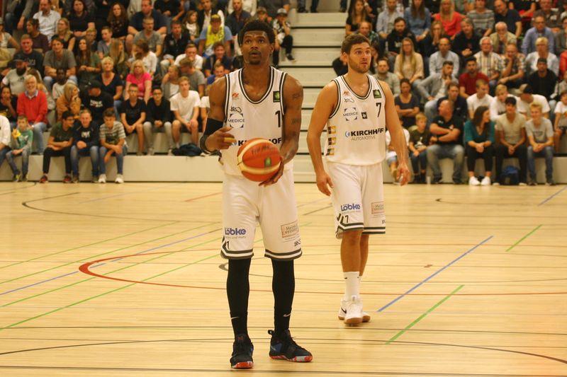 Basketball Testsoiel Iserlohn Kangaroos - Phoenix Hagen / Lamar Mallory;; Joshua Dahmen - © by Sportstimme.de (MK)