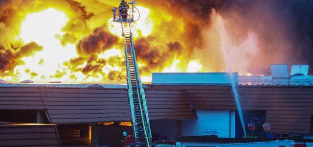 Nach Feuer in Barendorf: Stadt gibt Entwarnung nach Untersuchung der Bodenproben