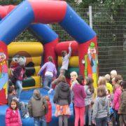 Vorstellung der diesjährigen Kinderrechtekampagne des städtischen Kinder- und Jugendbüros beim Spielplatzfest an der Königsberger Straße