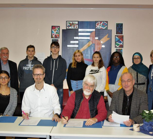 Schule trifft Arbeits- und Lebenswelt! Seniorenzentrum Waldstadt Iserlohn und Tersteegen-Haus gründen Schulpartnerschaft mit der Hauptschule Martin-Luther