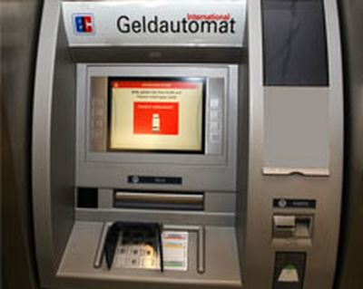 Acht Geldautomaten beschädigt