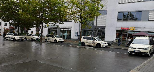 Straßenraub / Schläge an Stadtbahnhof und vor Laden / Geldbörsen gestohlen / Einbrüche in Auto und Schuppen / Ampeln zerstört