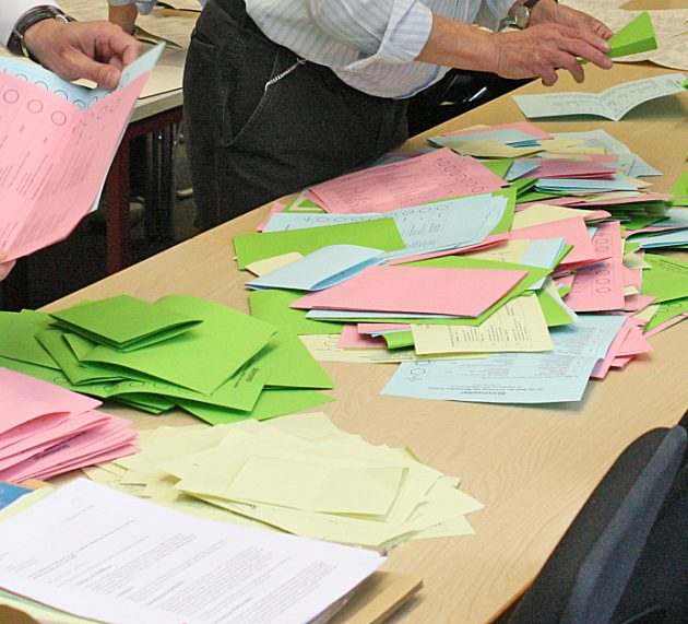 Wahlausschuss der Stadt Iserlohn stellt Ergebnis der Bürgermeister-Stichwahl fest – Wahlamt prüft Beschwerden zur Briefwahl