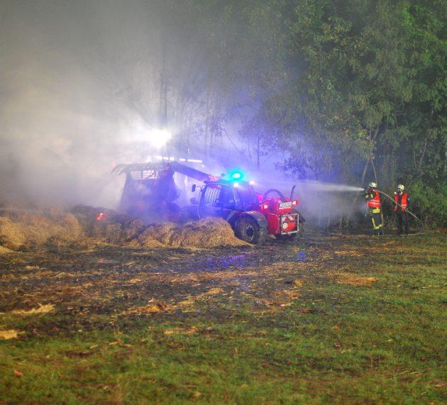 Strohballenbrand fordert 160 Einsatzkräfte