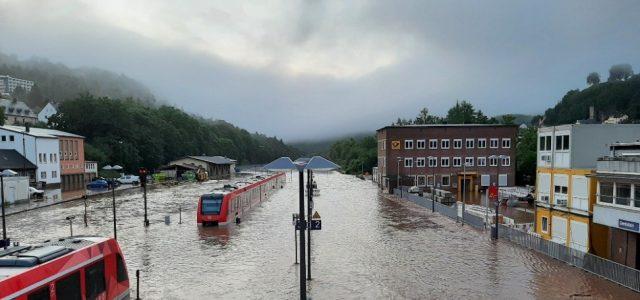 Unwetter: Update zur Verkehrslage – Zugverkehr in NRW und Rheinland-Pfalz weiter stark beeinträchtigt